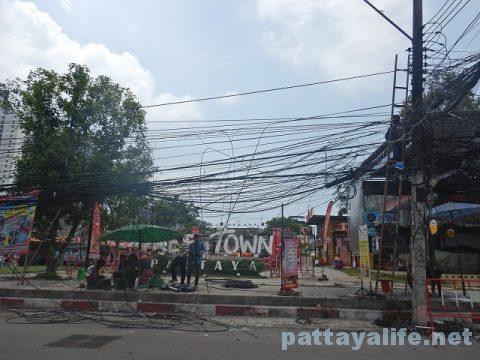 TREE TOWN前の電柱工事 (2)
