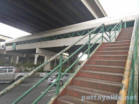パタヤからドンムアン空港へのロットゥー (12)