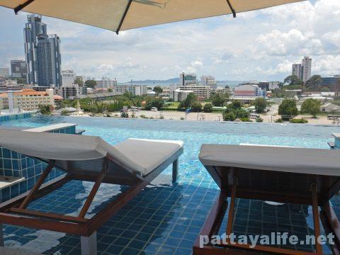 Tホテルパタヤ (38)屋上プールとサウナ