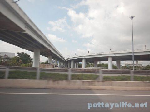 パタヤからドンムアン空港へのロットゥー (6)