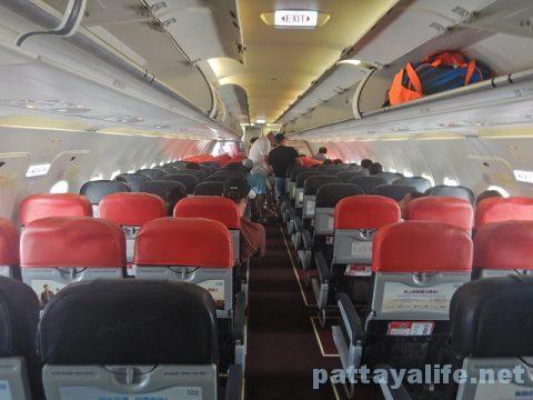 チェンマイ空港からプーケット空港エアアジア搭乗 (16)