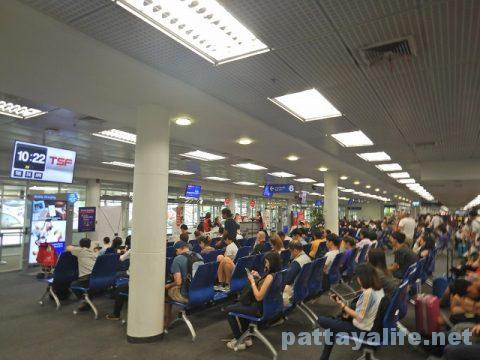 チェンマイ空港からプーケット空港エアアジア搭乗 (10)