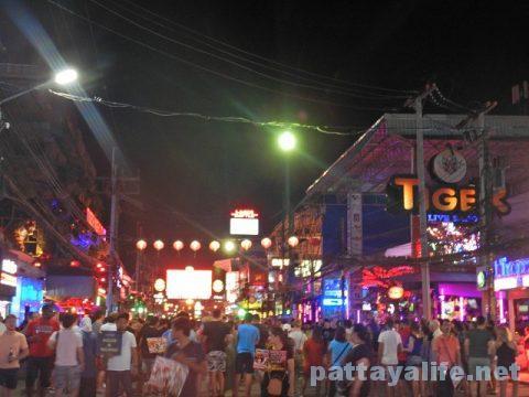 プーケット初日 (42)夜のバングラ通り