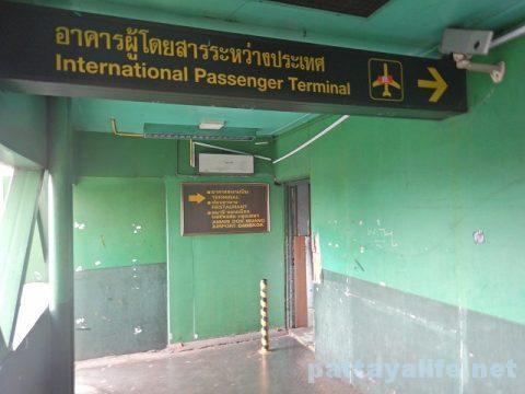 パタヤからドンムアン空港へのロットゥー (13)