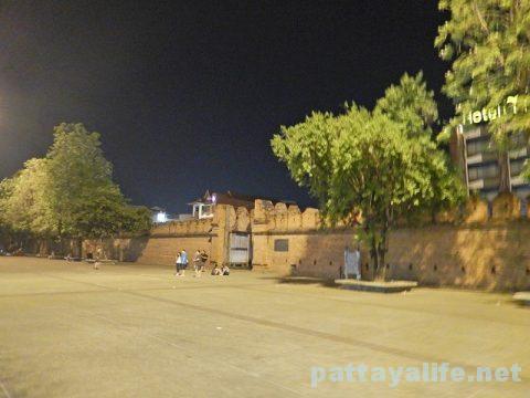 チェンマイ1日目 (27)夜のターペー門