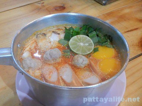 モーファイ屋Nai Poom Tom-Yum Pork Noodle (4)