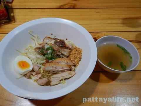 モーファイ屋Nai Poom Tom-Yum Pork Noodle (13)