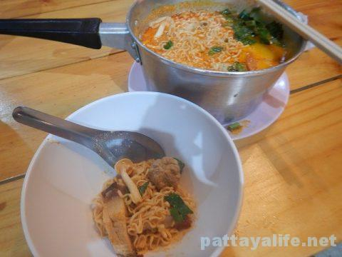 モーファイ屋Nai Poom Tom-Yum Pork Noodle (5)