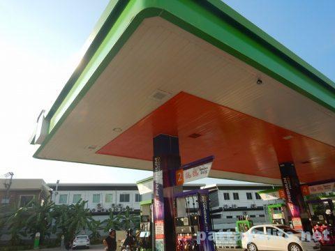パタヤのガソリンスタンド (1)