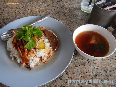 パタヤタイの鴨肉屋カオナーペットとクイティアオペット (1)