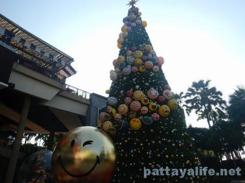パタヤのクリスマスツリー (1)
