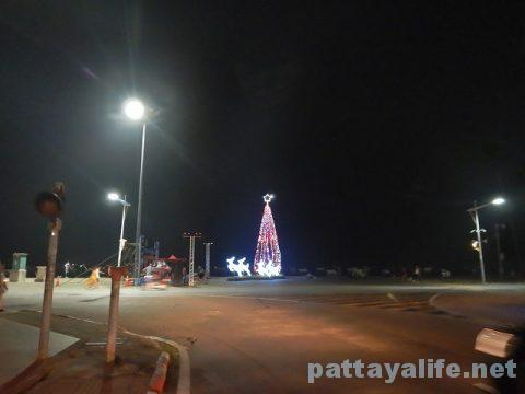 パタヤのクリスマスツリー (4)