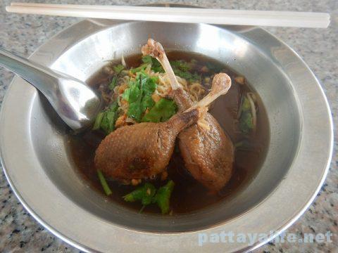 パタヤタイの鴨肉屋カオナーペットとクイティアオペット (7)