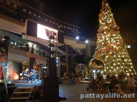 パタヤのクリスマスツリー (3)