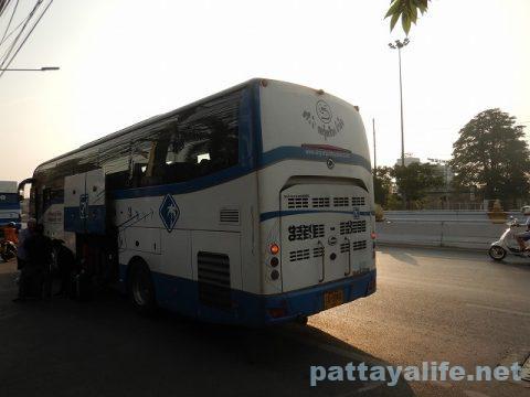 ドンムアン空港からスワンナプーム経由でパタヤへバス (11)