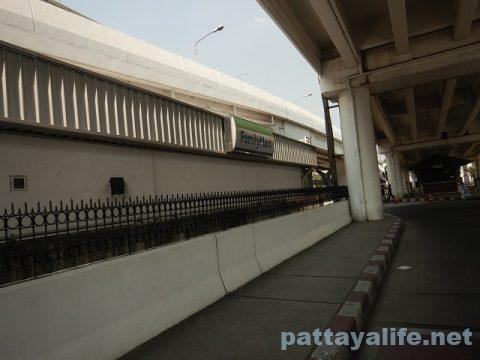 ドンムアン空港からスワンナプーム経由でパタヤへバス (1)