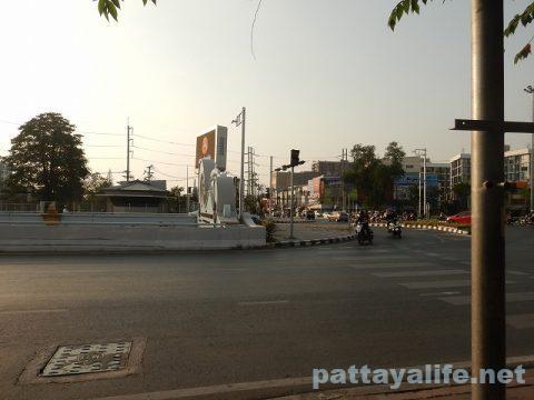 ドンムアン空港からスワンナプーム経由でパタヤへバス (12)