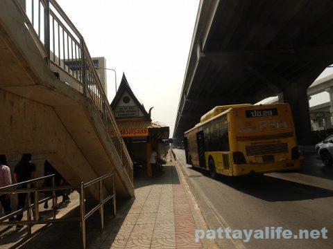 ドンムアン空港からスワンナプーム経由でパタヤへバス (2)