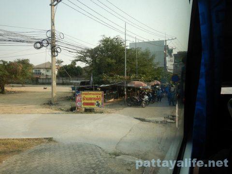 ドンムアン空港からスワンナプーム経由でパタヤへバス (10)