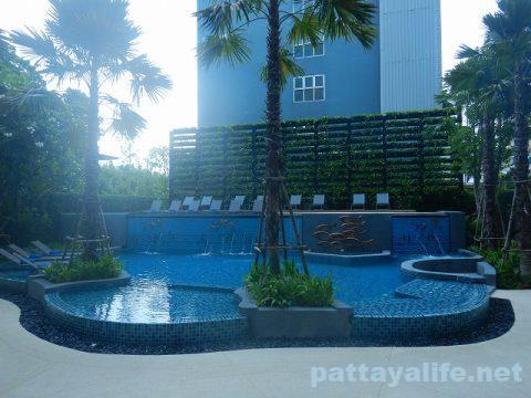 ホテルアンバーパタヤスイミングプール (1)