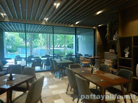 ホテルアンバーパタヤレストラン (3)