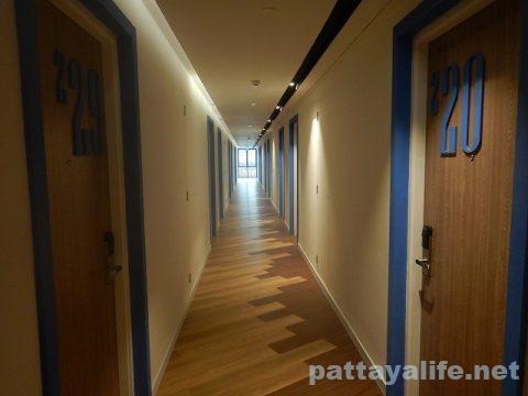 ホテルアンバーパタヤ廊下