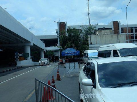ドンムアン空港とスワンナプーム空港を結ぶロットゥー (4)