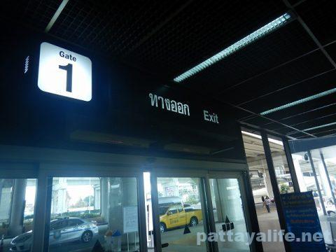 ドンムアン空港とスワンナプーム空港を結ぶロットゥー (1)