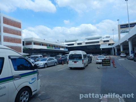 ドンムアン空港とスワンナプーム空港を結ぶロットゥー (3)