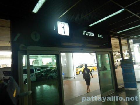 ドンムアン空港からスワンナプーム空港へのロットゥー (1)
