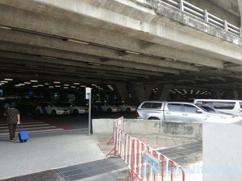 ドンムアン空港からスワンナプーム空港へのロットゥー (5)