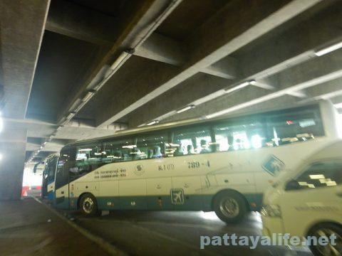 スワンナプーム空港パタヤ行きエアポートバス (2)