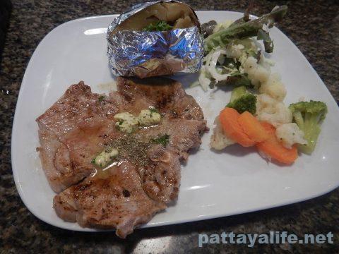 セイラーレストランのTボーンステーキ (1)