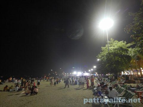 ロイクラトン2019パタヤビーチ (2)