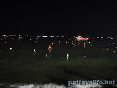 ロイクラトン2019パタヤビーチ (6)