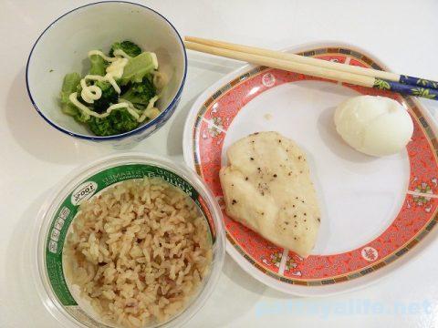 タイのコンビニ飯ライスベリーライスと玄米とサラダチキン (8)