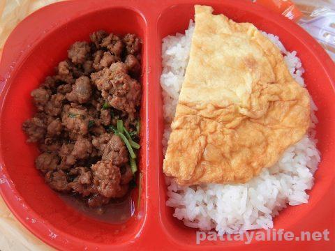 セブンイレブンの豚肉醤油炒めオムレツ弁当 (2)