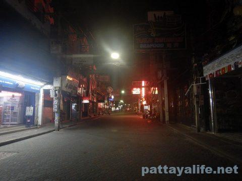 パタヤ閉鎖の夜 (11)