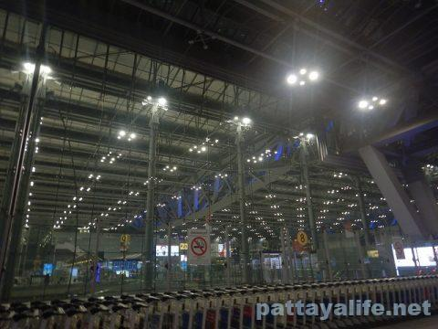 パタヤからスワンナプーム空港経由ドンムアン空港へ関空へ (2)