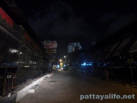 パタヤ閉鎖2日目夜 (5)