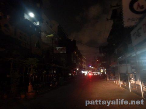 パタヤ閉鎖の夜 (2)