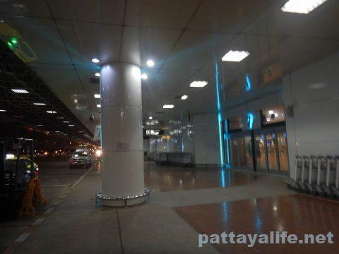パタヤからスワンナプーム空港経由ドンムアン空港へ関空へ (8)