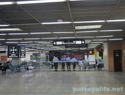 パタヤからスワンナプーム空港経由ドンムアン空港へ関空へ (13)