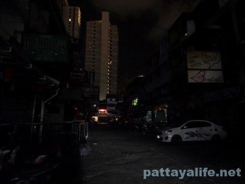 パタヤ閉鎖の夜 (1)