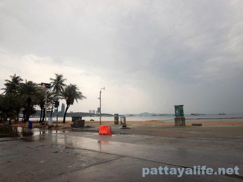 雨のパタヤ2020年4月26日 (1)