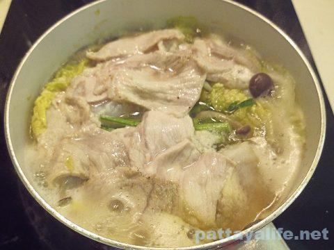 豚肉と白菜とパンガシウス鍋 (2)