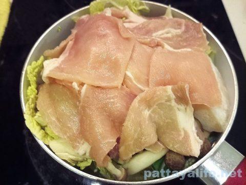 豚肉と白菜とパンガシウス鍋 (1)
