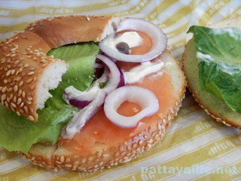 au bon pain オーボンパンのベーグルサンドとタイティー (8)