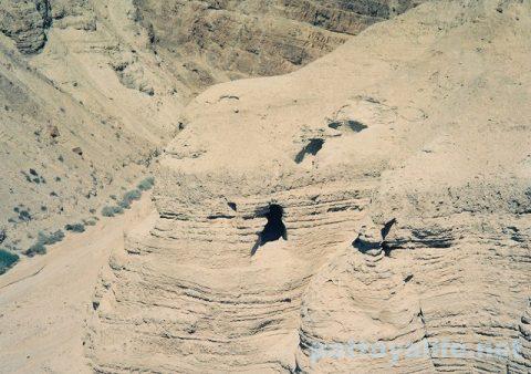 死海文書発見のクムラン洞窟