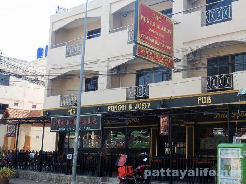 the punch & judy Pulicinella Italian ristro pub pattaya (2)